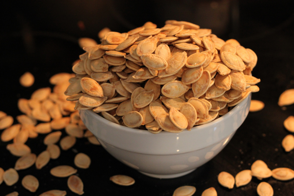 Roasted pumpkin seeds are a brain-boosting snack. Image source: flickr user jaxzin