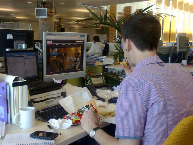 employee eating lunch at his desk