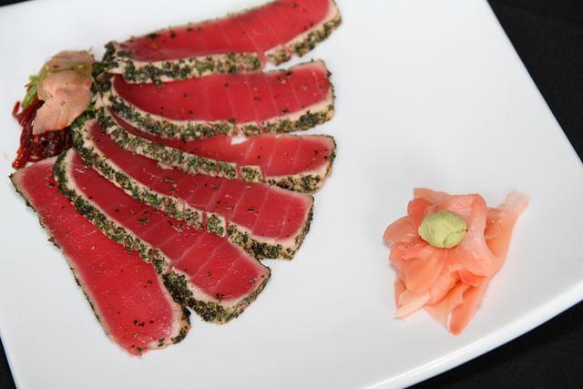 sliced ahi tuna with ginger