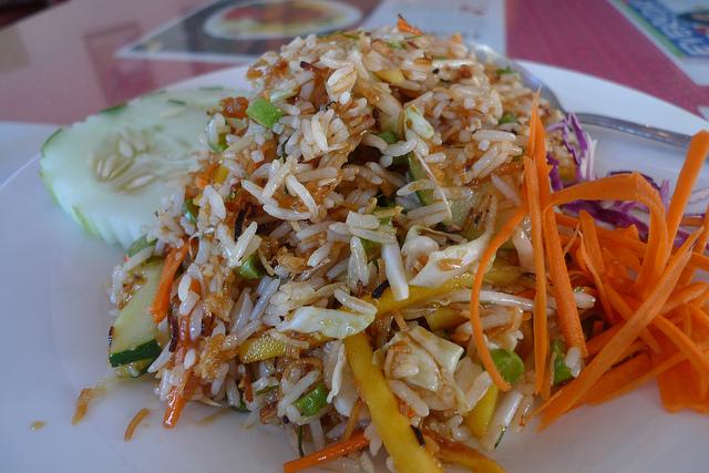 khao yam rice salad